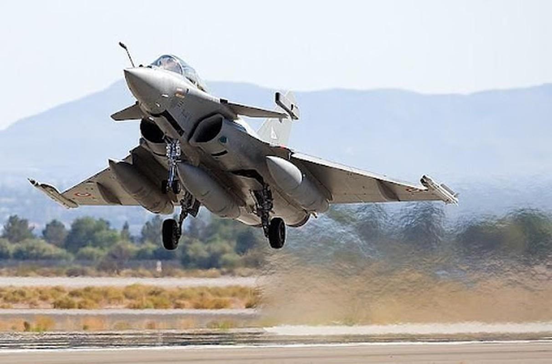 Tai sao Algeria tu choi may bay Rafale cua Phap va uu tien Su-30MKA?-Hinh-4