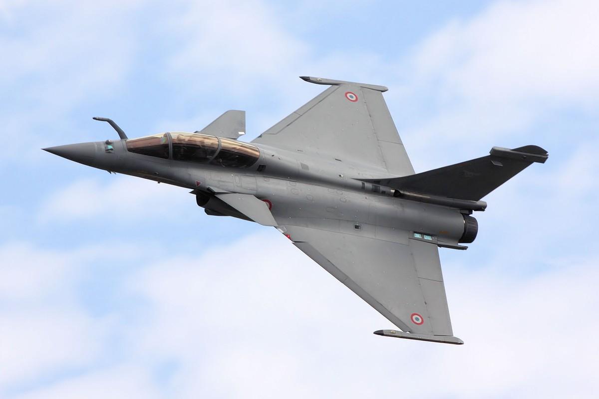 Tai sao Algeria tu choi may bay Rafale cua Phap va uu tien Su-30MKA?