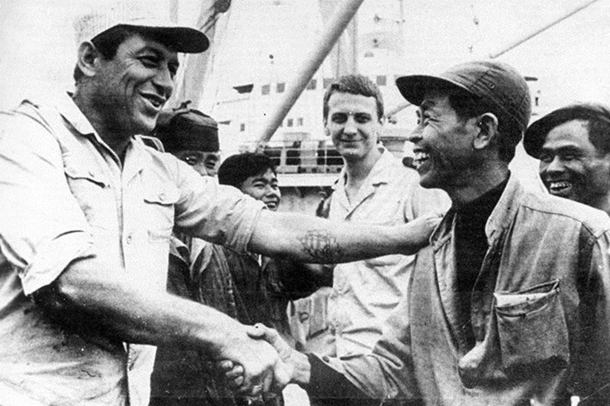 Dan vu khi tung duoc Lien Xo chuyen bang duong bien sang Viet Nam-Hinh-14