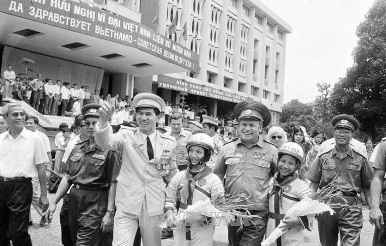 Dan vu khi tung duoc Lien Xo chuyen bang duong bien sang Viet Nam-Hinh-15