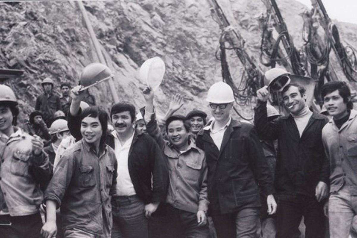 Dan vu khi tung duoc Lien Xo chuyen bang duong bien sang Viet Nam-Hinh-3