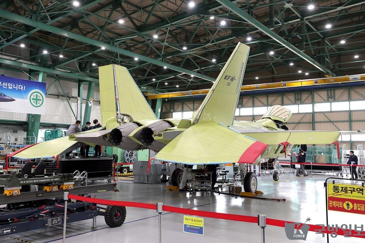 Chien dau co tang hinh KF-21 lieu co du suc sanh ngang F-35?-Hinh-14