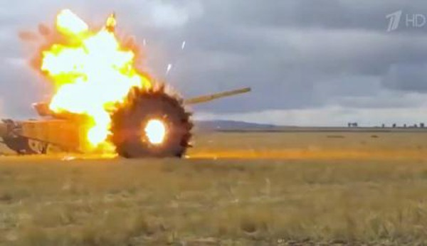 Sieu tang T-14 Armata co chiu duoc dan xuyen giap uranium ngheo cua My?-Hinh-15
