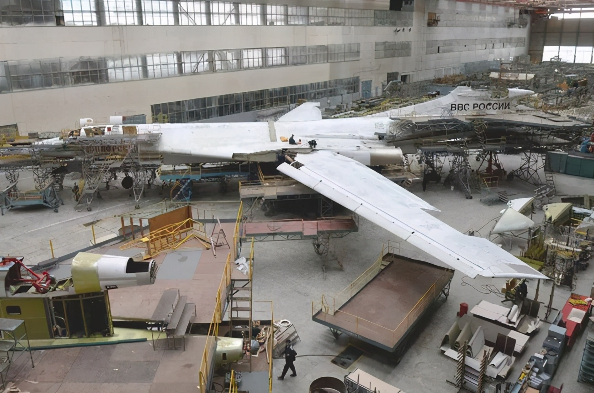 Nhung no luc toi da de san xuat them oanh tac co Tu-160M2-Hinh-10