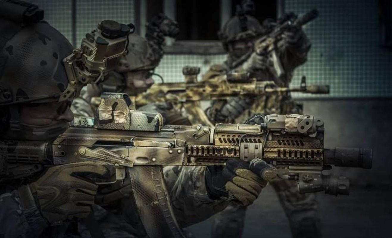 """Kiem tra khau AK """"Alfa FSB"""" duoc trang bi cho dac nhiem Alfa-Hinh-8"""