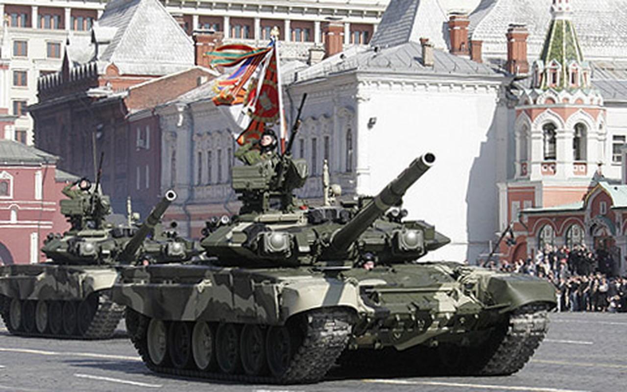 Xe tang T-80 buoc sang tuoi 45, lieu da du