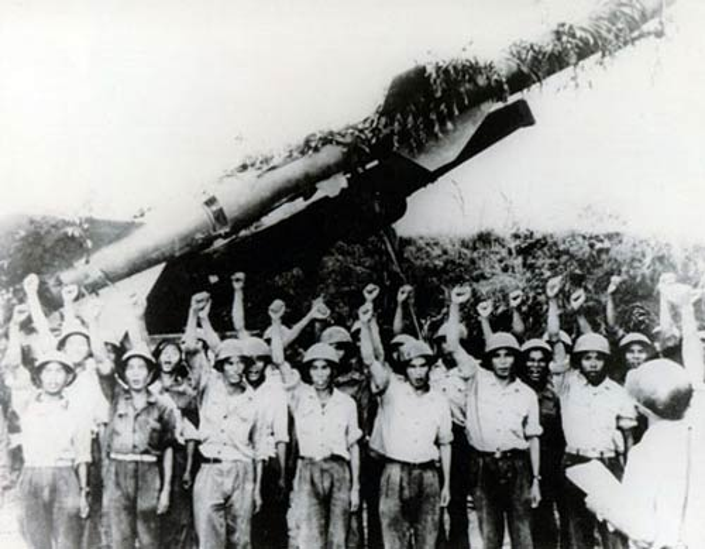 Phao dai bay B-52 dau tien bi Viet Nam ban roi dau tien khi nao?-Hinh-11