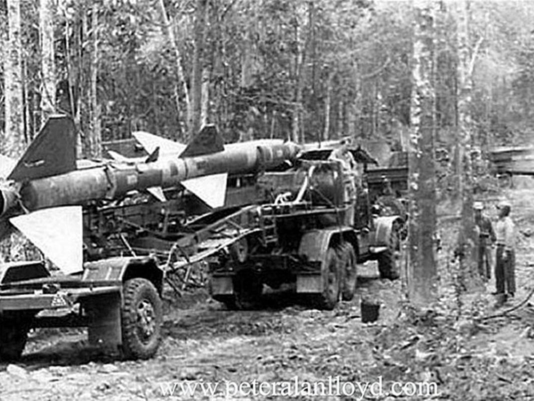Phao dai bay B-52 dau tien bi Viet Nam ban roi dau tien khi nao?-Hinh-6