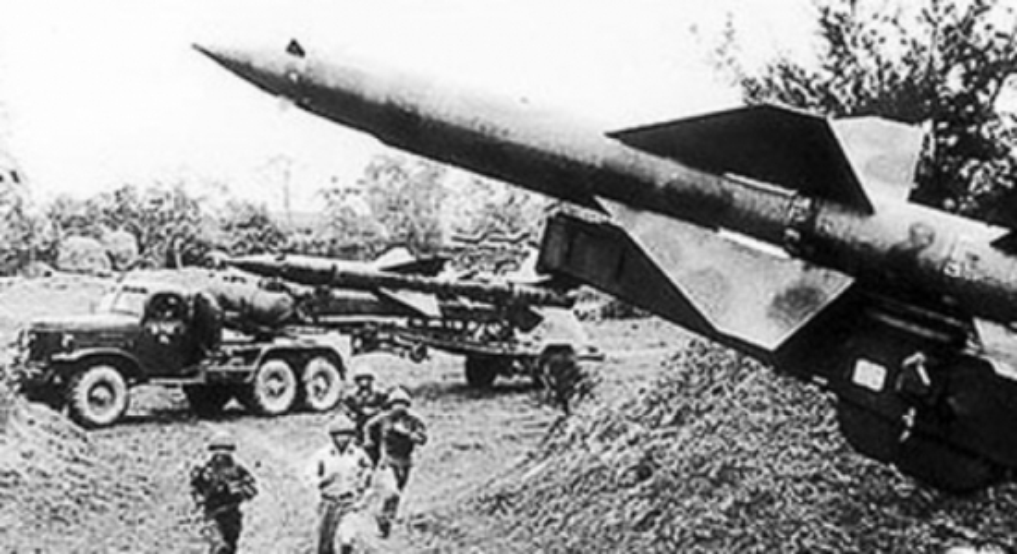 Phao dai bay B-52 dau tien bi Viet Nam ban roi dau tien khi nao?-Hinh-7