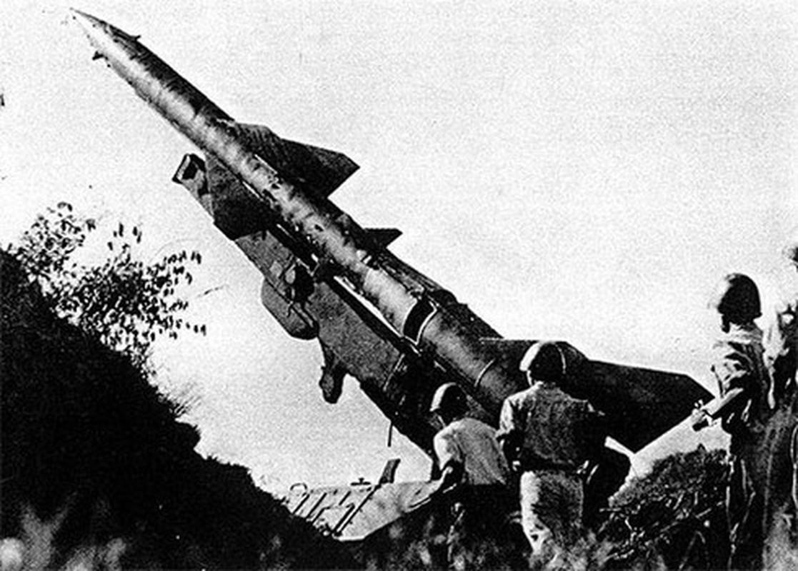 Phao dai bay B-52 dau tien bi Viet Nam ban roi dau tien khi nao?-Hinh-9