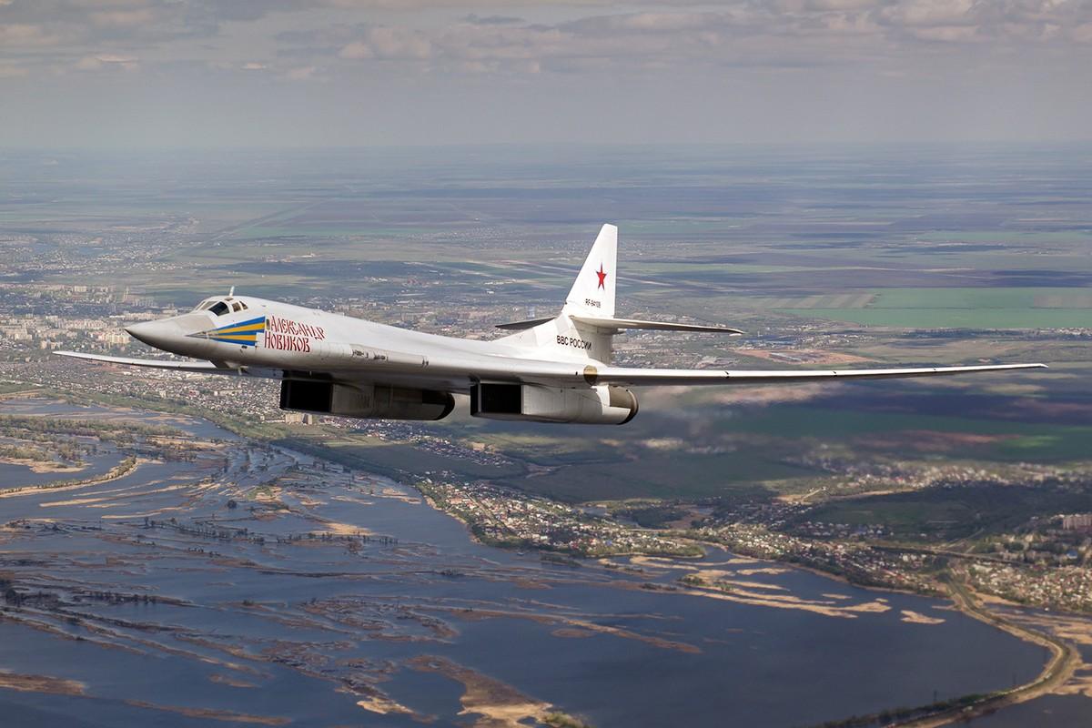 Nghi van may bay Tu-160 cua Lien Xo sao chep B-1 cua My