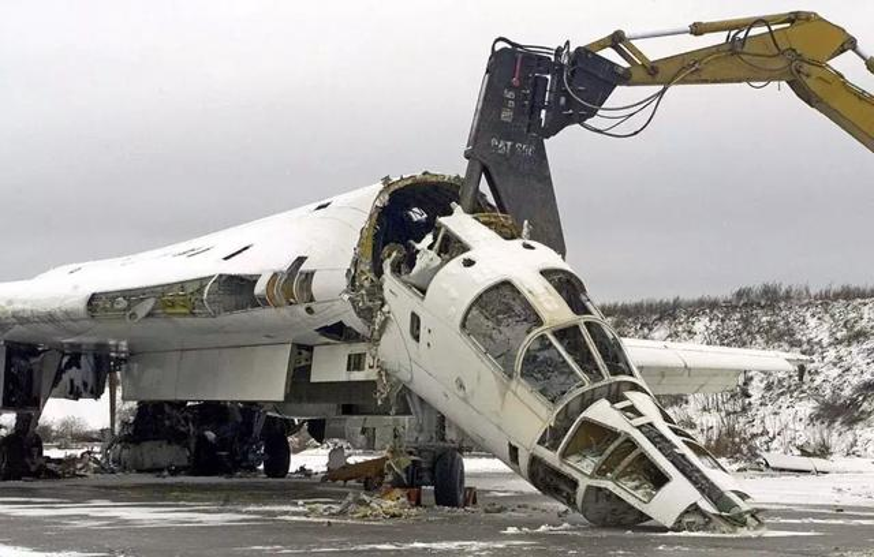 Trung Quoc om han khi thuong vu mua Tu-160 Ukraine bi My dap do-Hinh-13