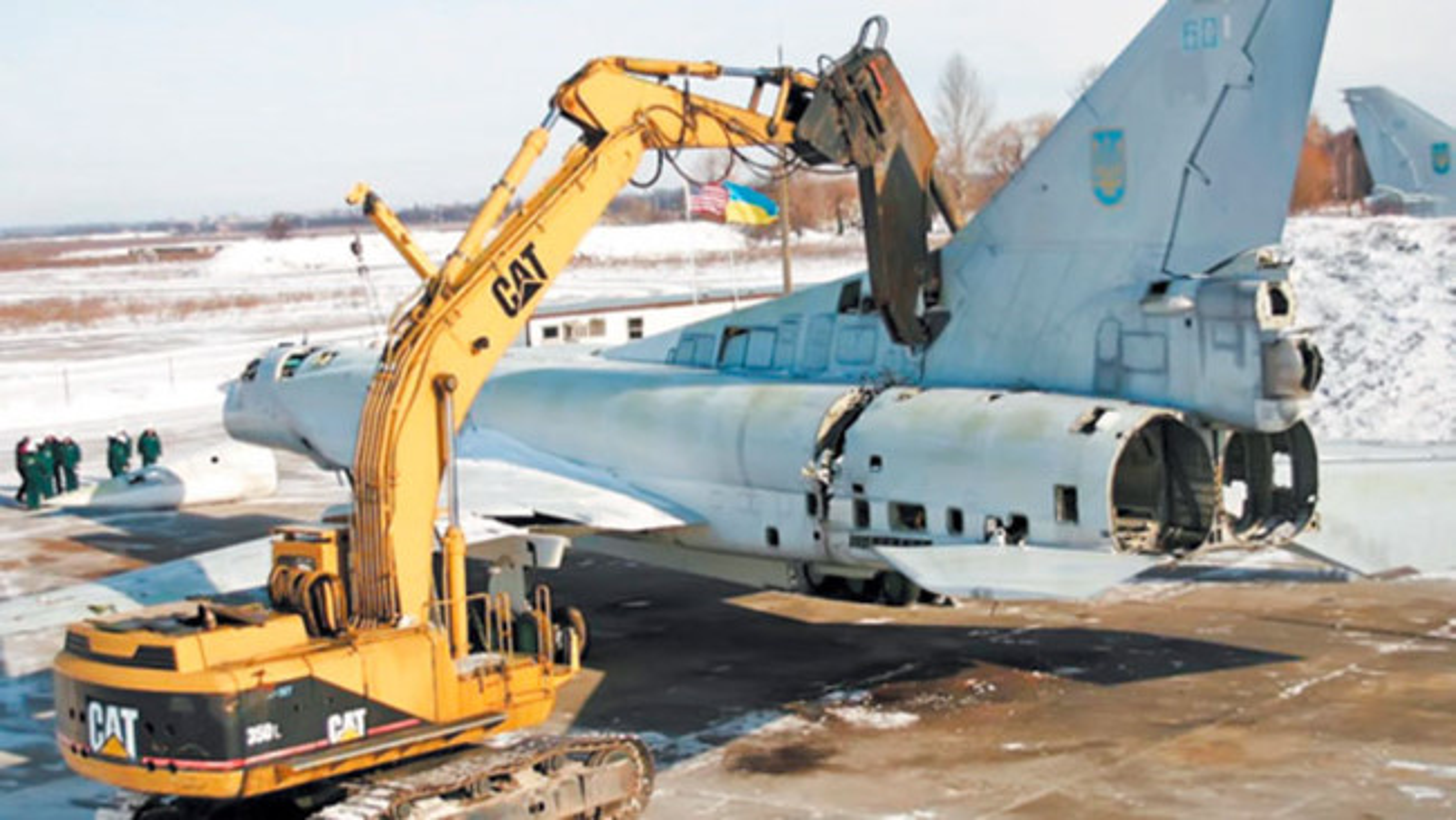 Trung Quoc om han khi thuong vu mua Tu-160 Ukraine bi My dap do-Hinh-14