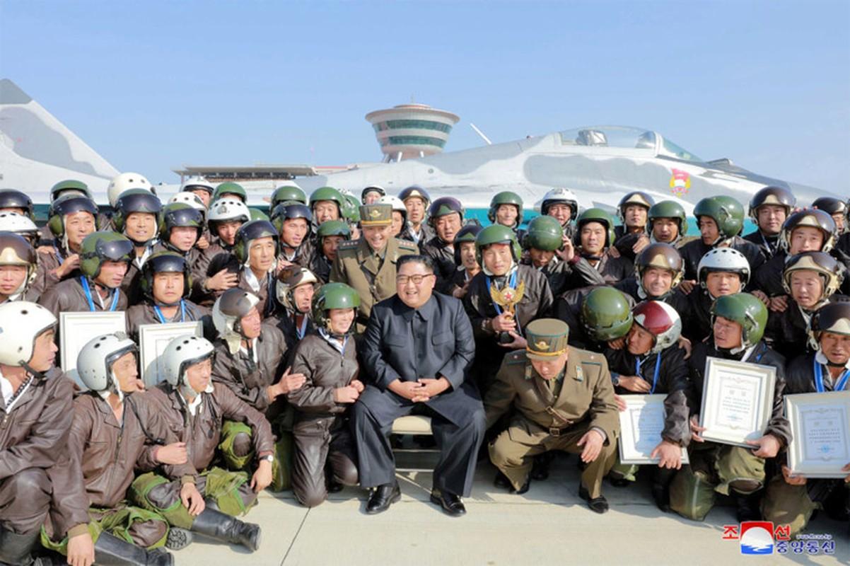 Anh hiem nhung chuyen thi sat cua nha lanh dao Trieu Tien Kim Jong-un-Hinh-11