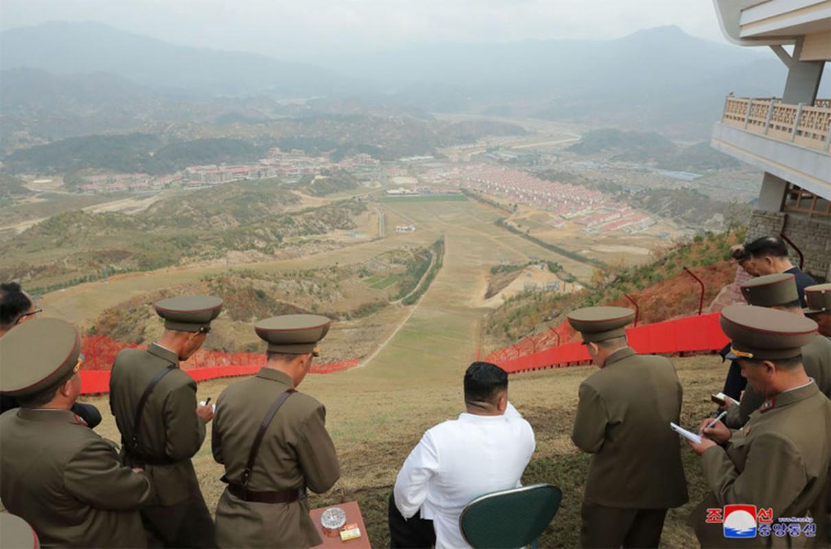 Anh hiem nhung chuyen thi sat cua nha lanh dao Trieu Tien Kim Jong-un-Hinh-2