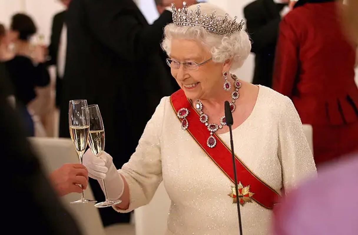 Loat hinh day bat ngo ve Nu hoang Anh Elizabeth II-Hinh-3