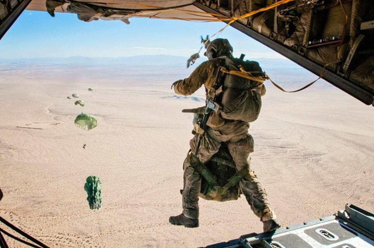 Anh huyen thoai van tai co C-130: 60 nam ben bi-Hinh-10