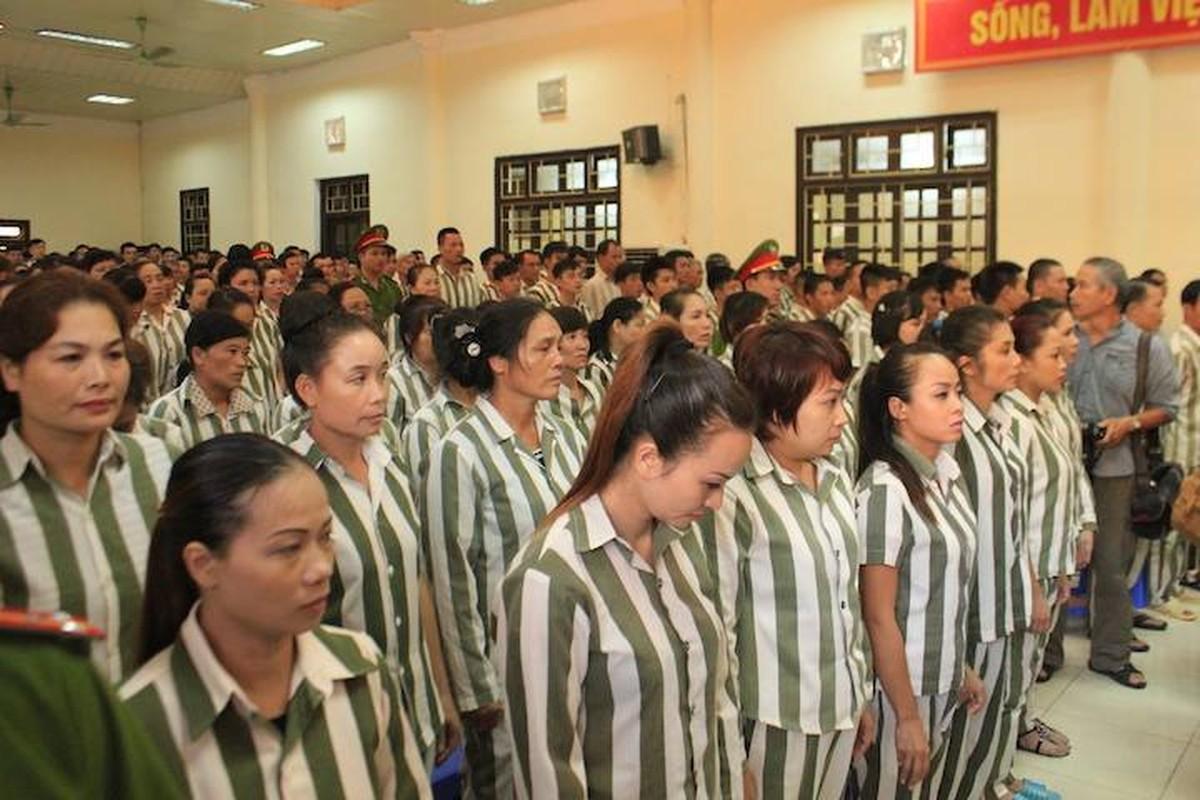 Pho Thu tuong Nguyen Xuan Phuc trao quyet dinh dac xa dip 2/9