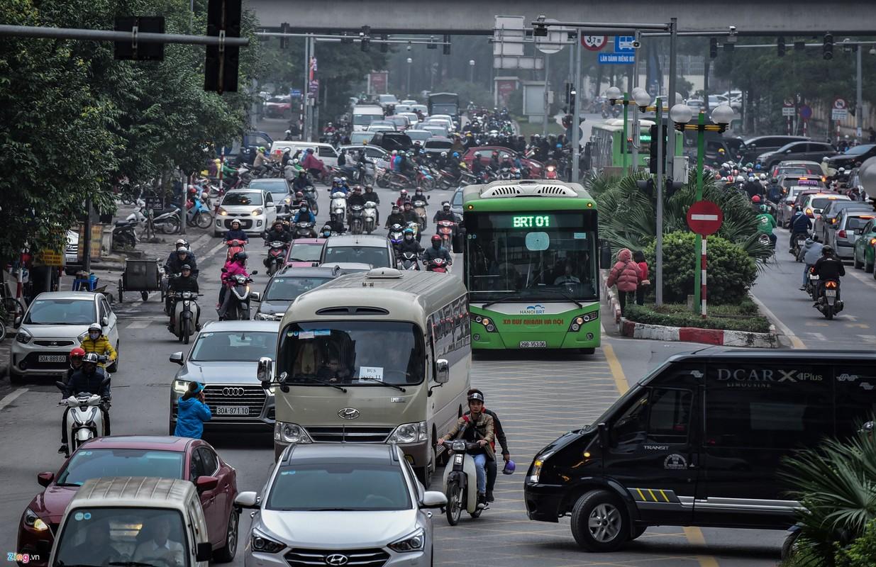 Oto, xe may tat dau buyt BRT nhung ngay can Tet-Hinh-3