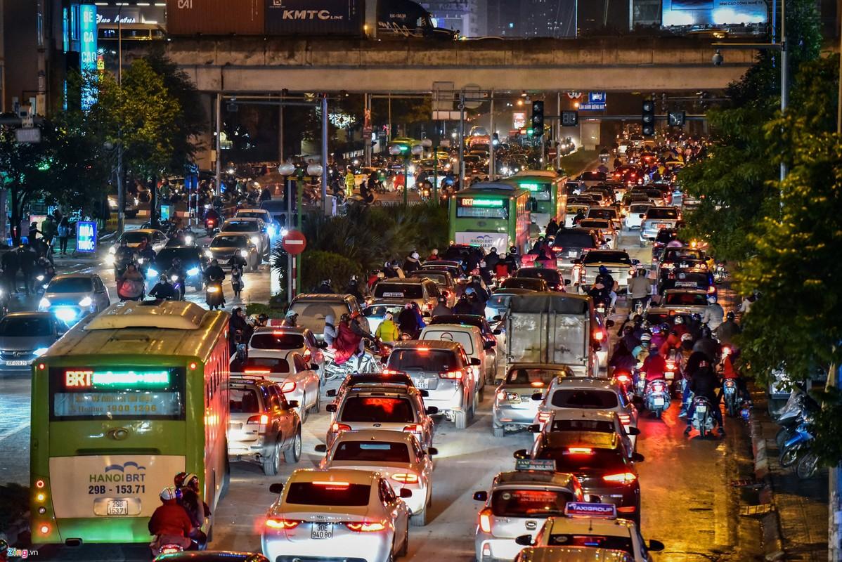 Oto, xe may tat dau buyt BRT nhung ngay can Tet-Hinh-8