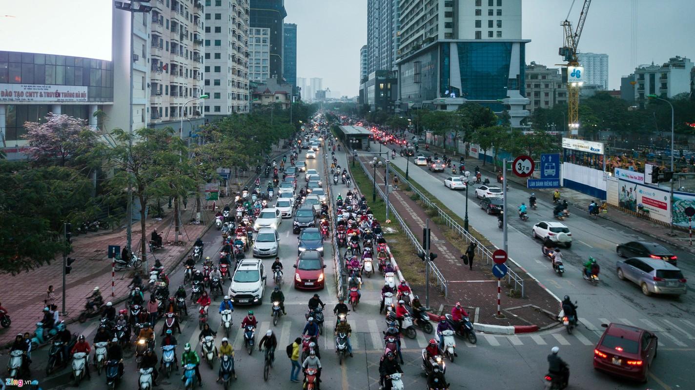Oto, xe may tat dau buyt BRT nhung ngay can Tet