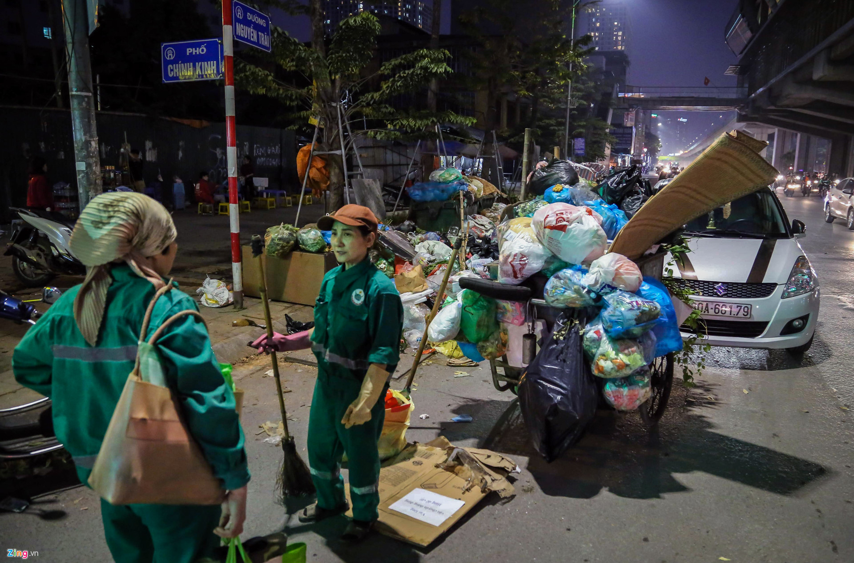 Rac ngap ngua bua vay Ha Noi vi lum xum bai rac Nam Son-Hinh-6