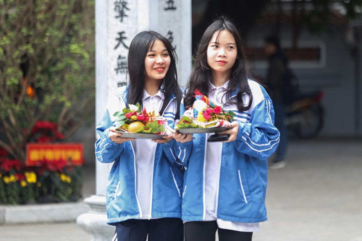 Nam thanh nu tu do ve chua Ha cau duyen nhan dip Valentine-Hinh-11