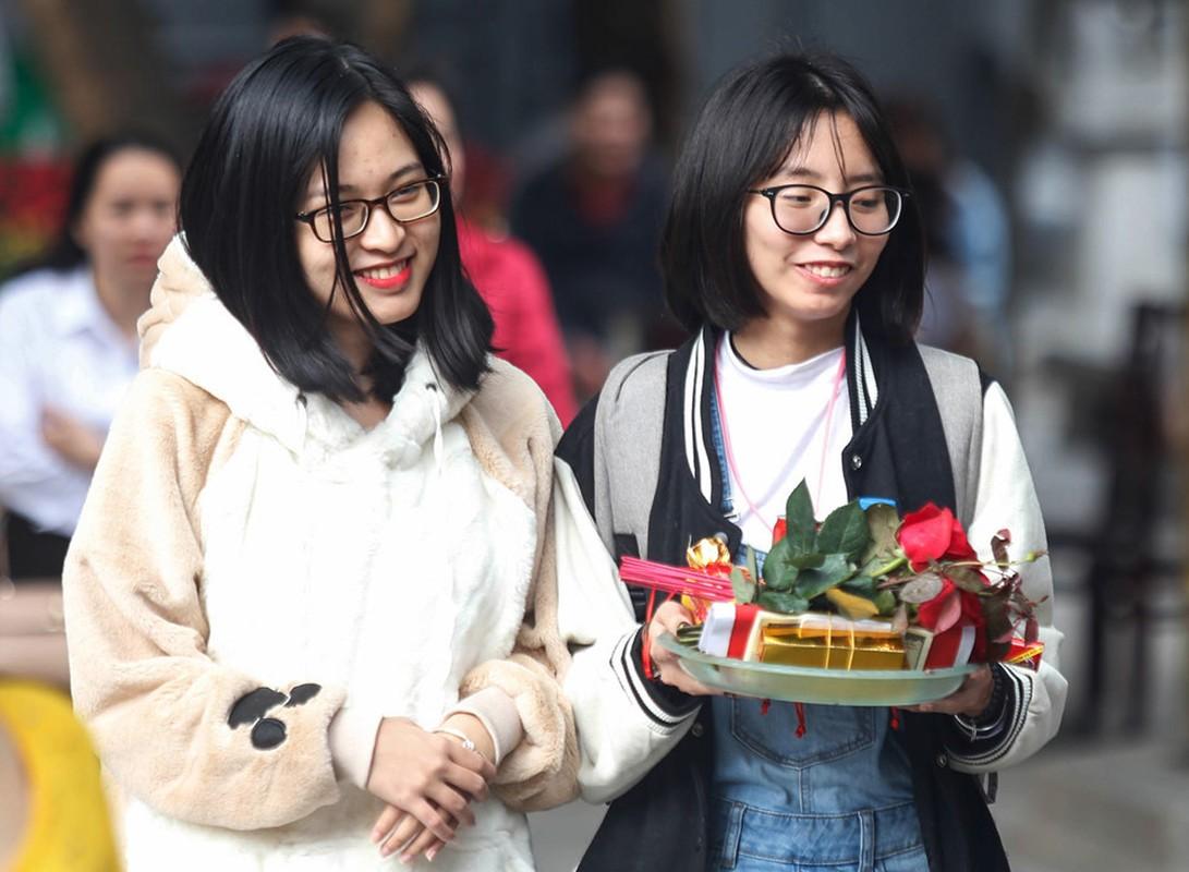 Nam thanh nu tu do ve chua Ha cau duyen nhan dip Valentine-Hinh-3