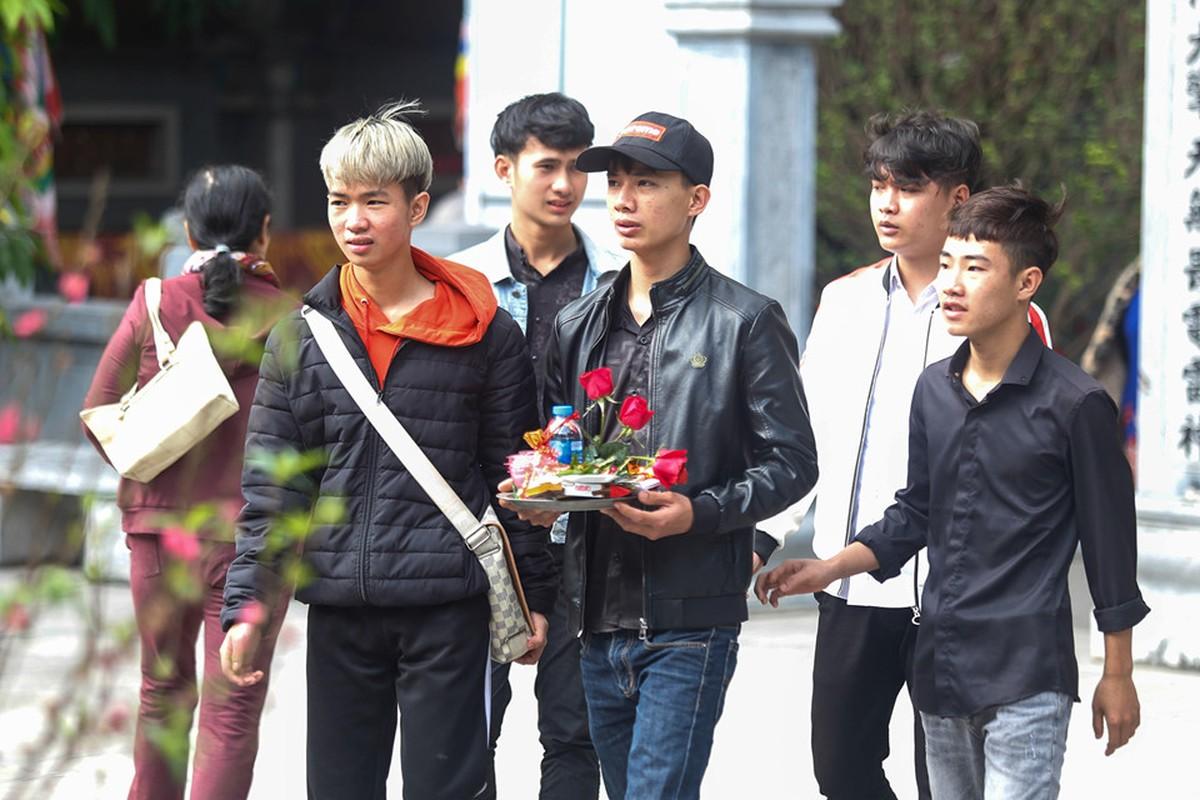 Nam thanh nu tu do ve chua Ha cau duyen nhan dip Valentine-Hinh-6