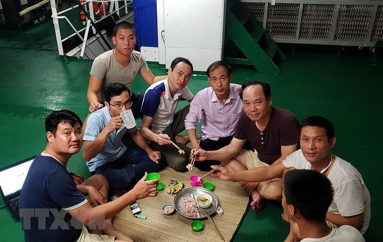 Trai nghiem thu vi khi san ca dem tren bien Truong Sa-Hinh-5