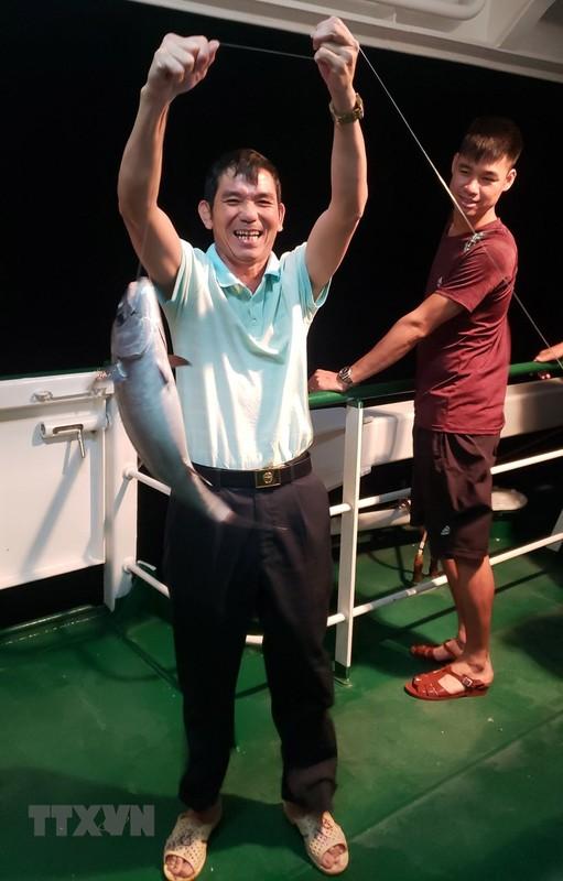 Trai nghiem thu vi khi san ca dem tren bien Truong Sa-Hinh-9