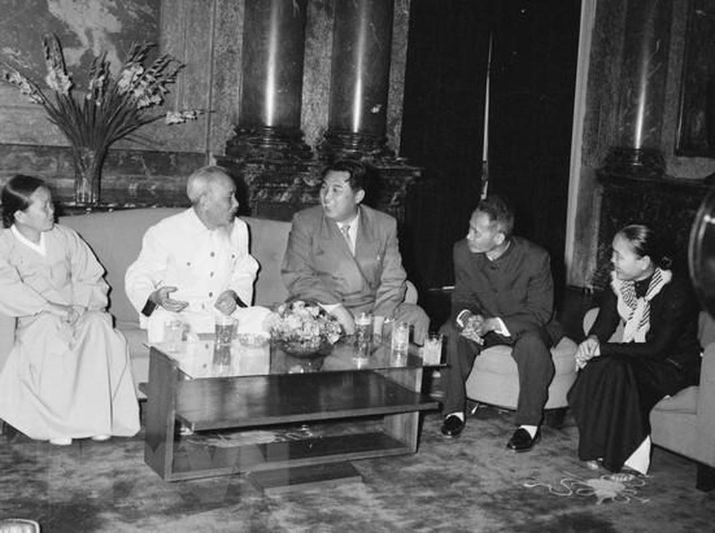 Hinh anh Thu tuong Kim Nhat Thanh tham huu nghi Viet Nam nam 1958-Hinh-3