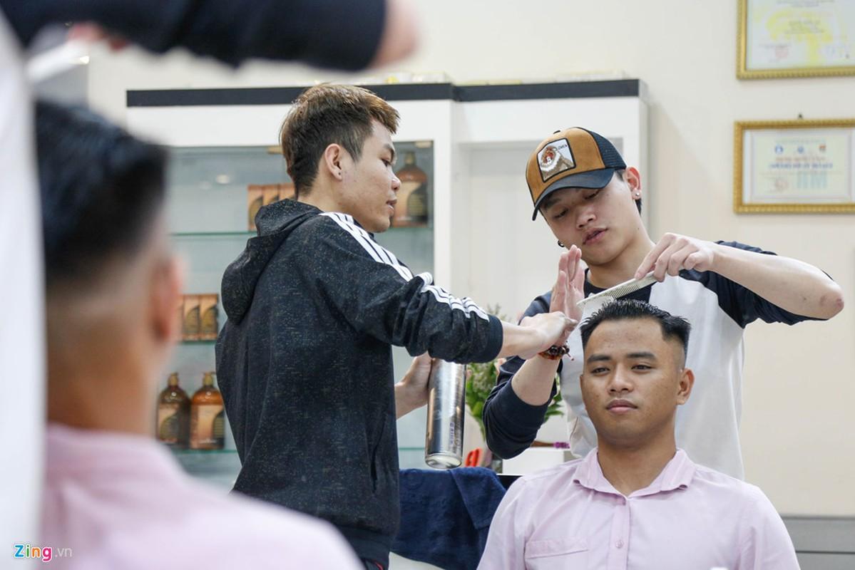 Thanh nien Ha Noi dua nhau cat toc kieu Kim Jong Un-Hinh-5