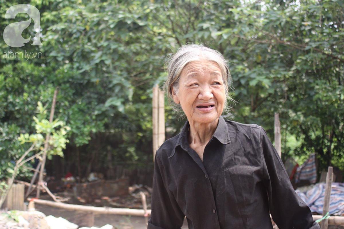 Ha Noi: Nui rac khong lo hoi thoi nong nac duoi chan cau Long Bien-Hinh-4