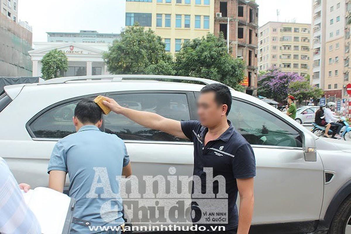 Chui nhau chuyen do xe, nguoi dan ong di o to bi danh chet-Hinh-9