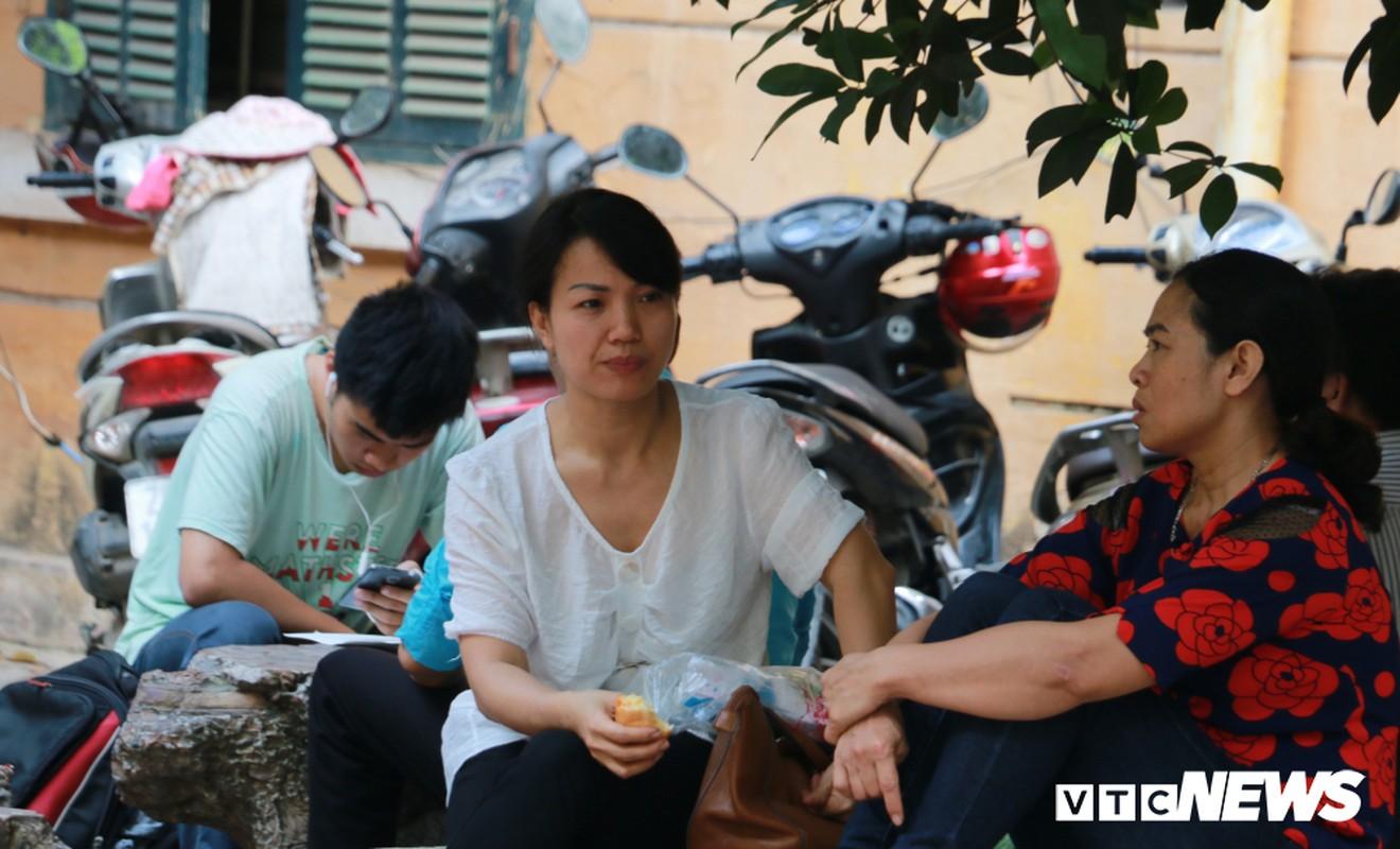 Thi vao lop 10: Nang nong tren 40 do C, phu huynh thap thom cho con-Hinh-9
