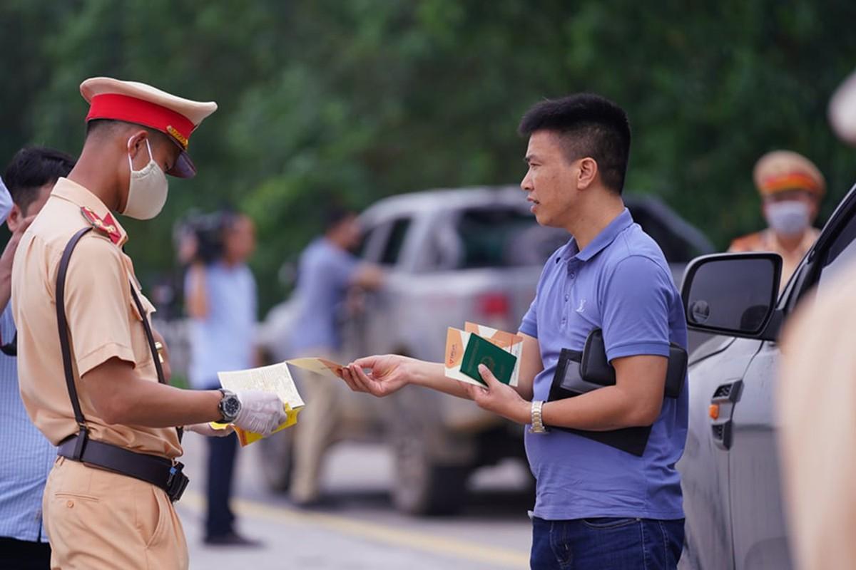 Can canh ngay dau tien CSGT duoc dung phuong tien du khong co loi-Hinh-5