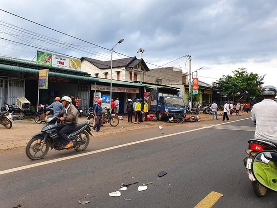 Nguyen nhan xe tai dam vao cho khien 5 nguoi tu vong-Hinh-6
