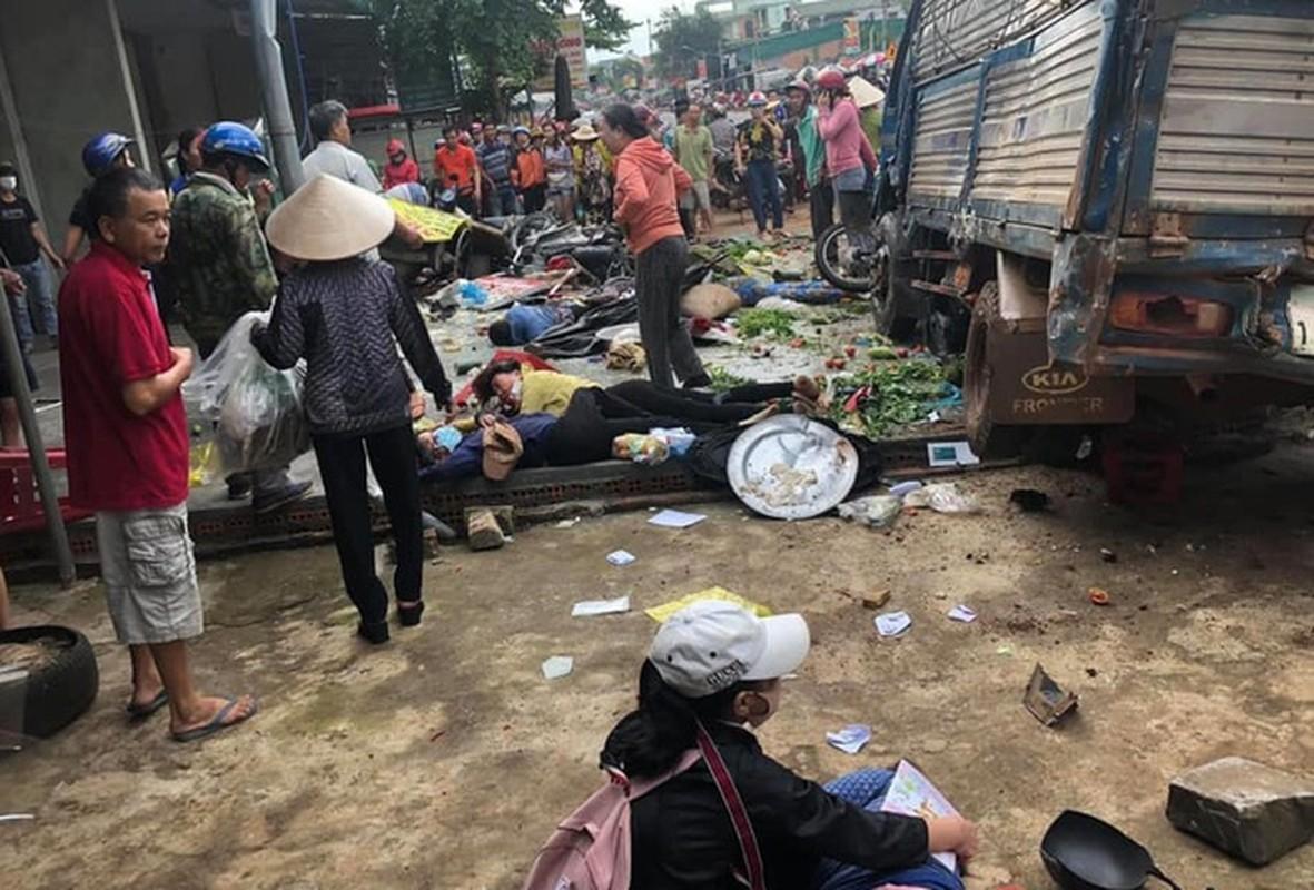 Nguyen nhan xe tai dam vao cho khien 5 nguoi tu vong-Hinh-7