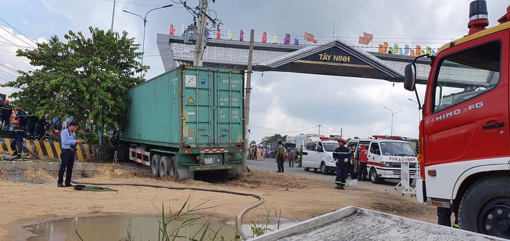 Nguyen nhan xe tai dam vao cho khien 5 nguoi tu vong-Hinh-9