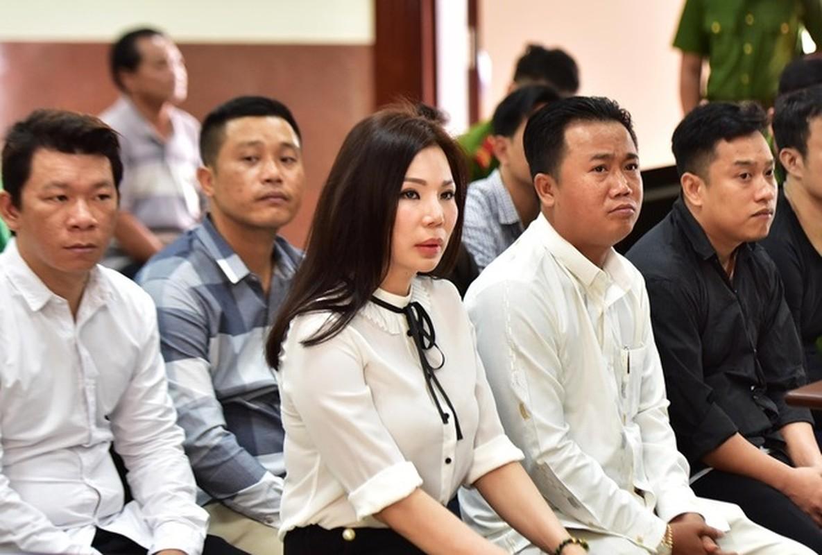 Tin nong ngay 19/6: Vo cu bac si Chiem Quoc Thai hau toa-Hinh-3