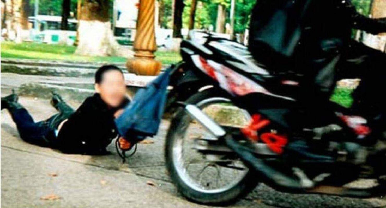 Tin nong ngay 19/6: Vo cu bac si Chiem Quoc Thai hau toa-Hinh-4