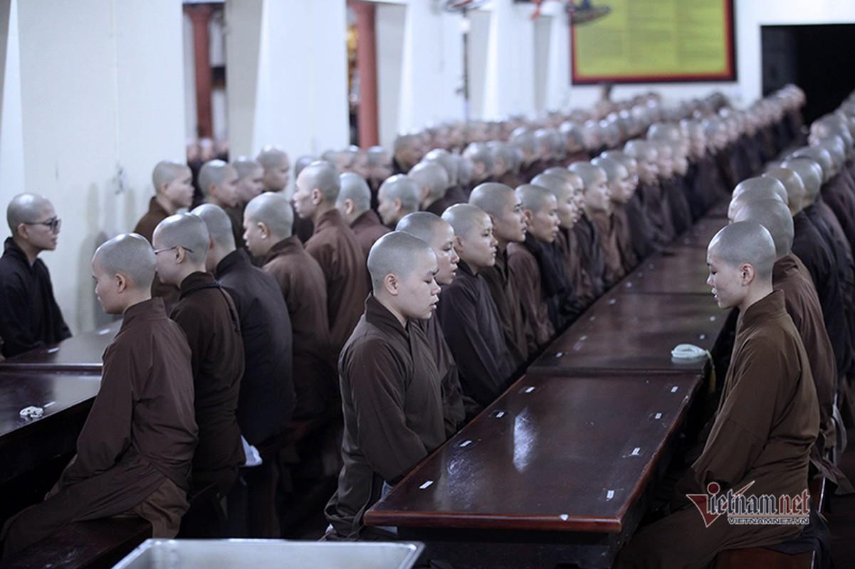 Cuoc song ben trong ngoi truong bi an nhat Viet Nam-Hinh-2