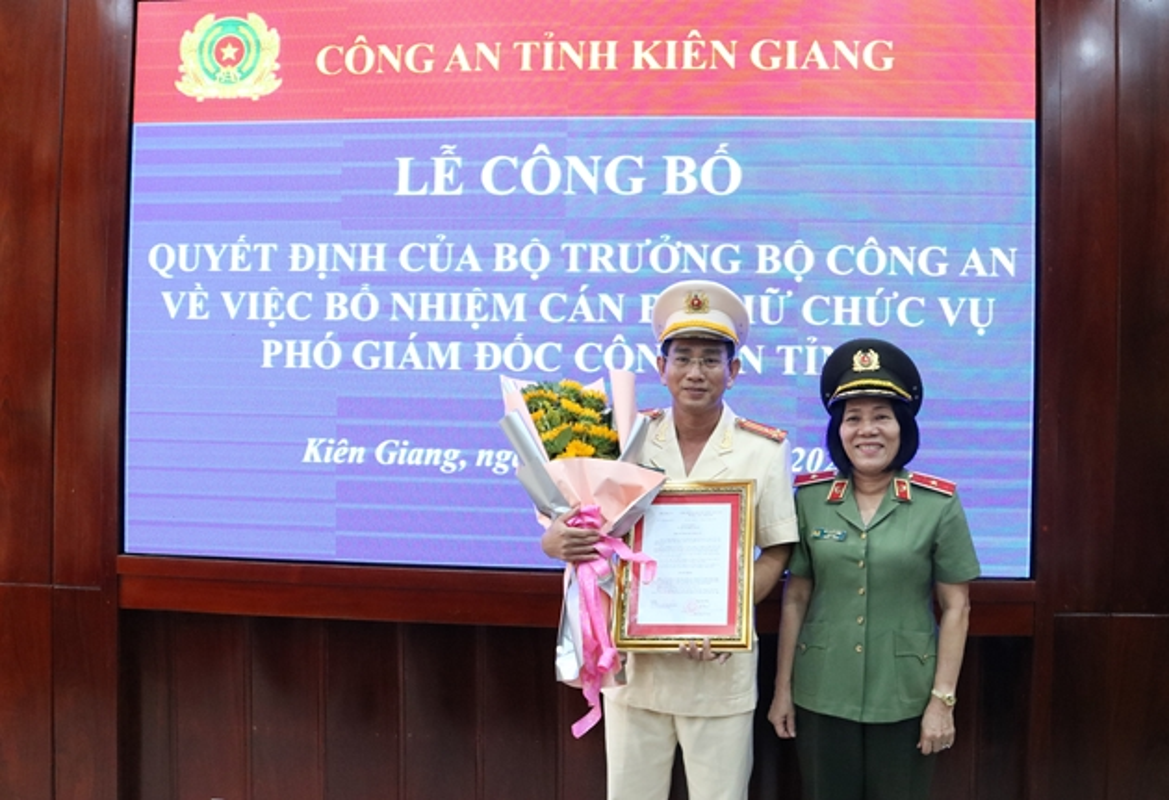 Nu Thieu tuong Cong an dau tien Bui Tuyet Minh nghi huu-Hinh-11