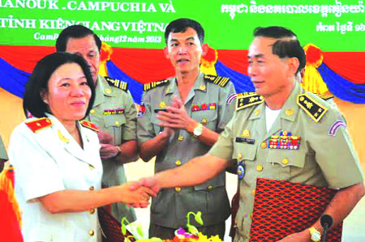 Nu Thieu tuong Cong an dau tien Bui Tuyet Minh nghi huu-Hinh-6