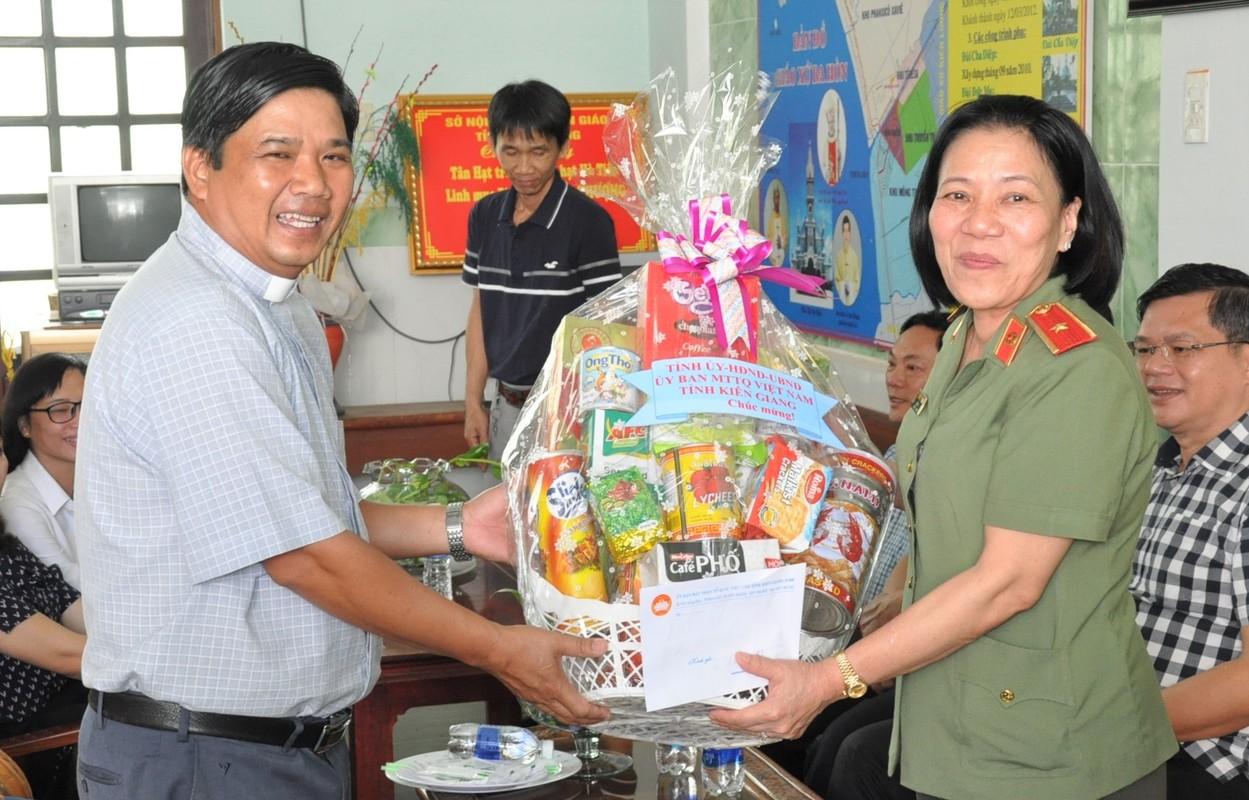 Nu Thieu tuong Cong an dau tien Bui Tuyet Minh nghi huu-Hinh-8