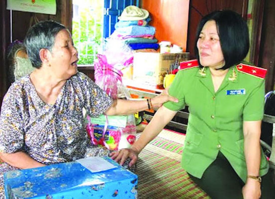 Nu Thieu tuong Cong an dau tien Bui Tuyet Minh nghi huu-Hinh-9