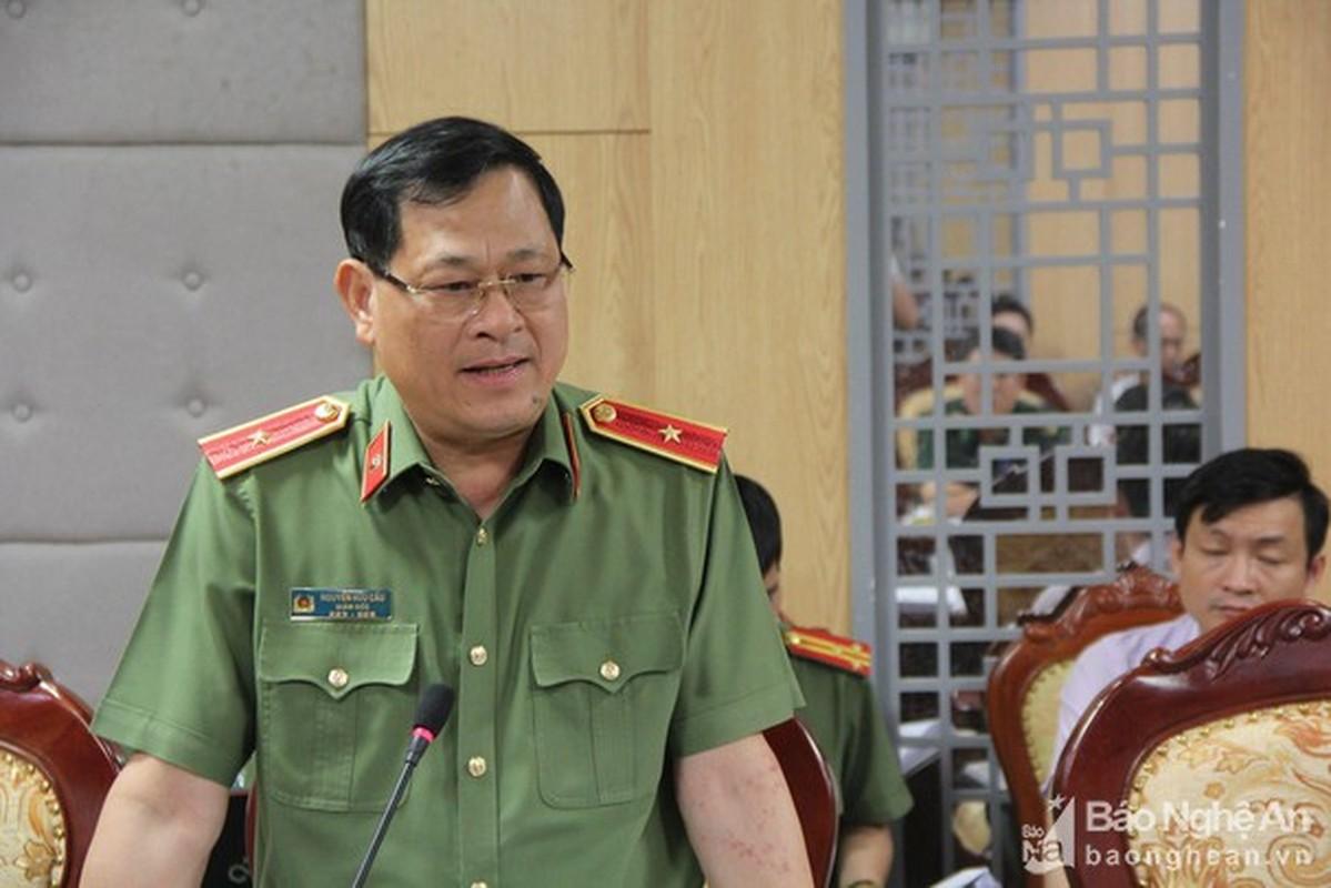 Thieu tuong Nguyen Huu Cau thoi chuc Giam doc Cong an tinh Nghe An-Hinh-2