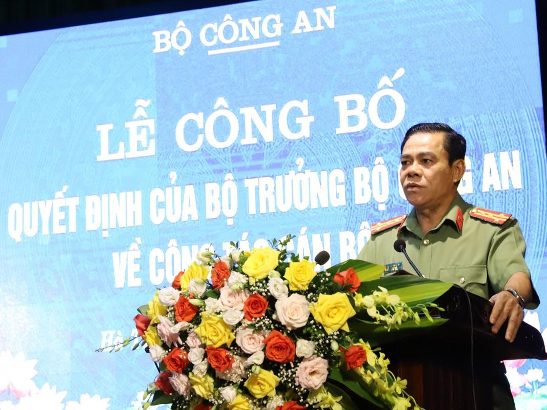 Thieu tuong Nguyen Huu Cau thoi chuc Giam doc Cong an tinh Nghe An-Hinh-3