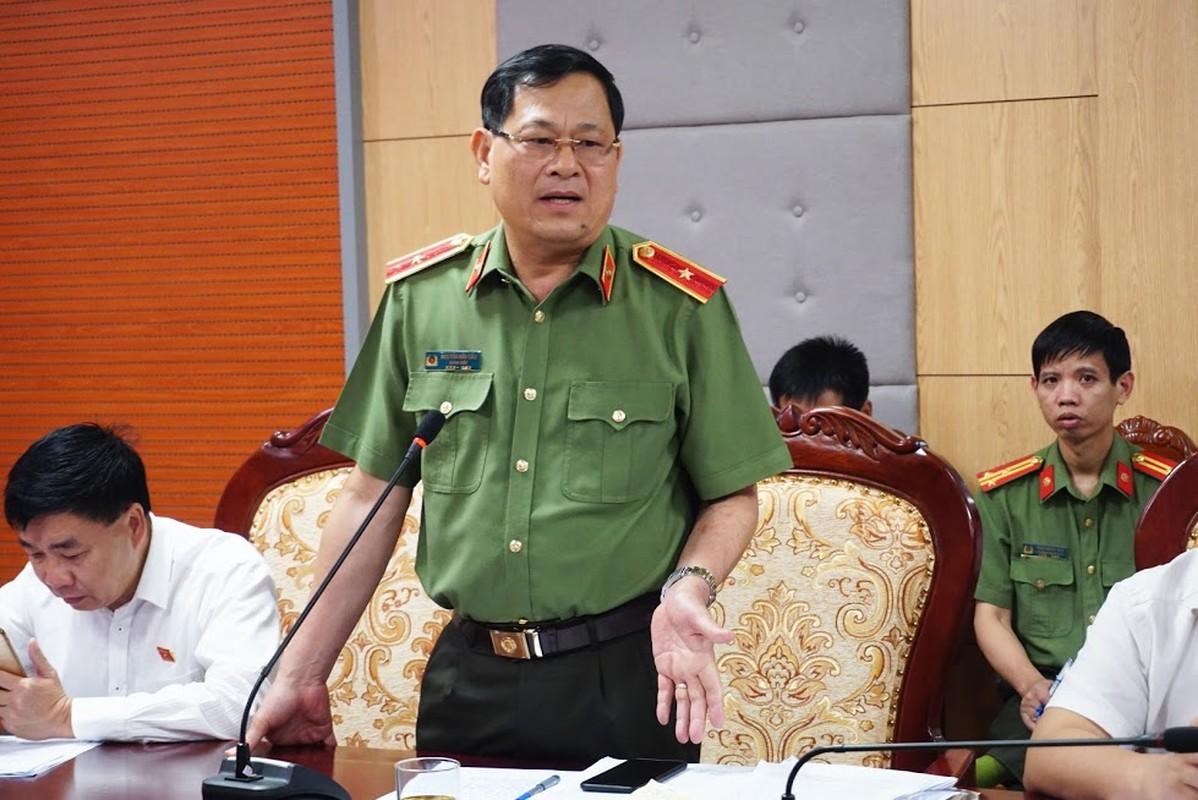Thieu tuong Nguyen Huu Cau thoi chuc Giam doc Cong an tinh Nghe An-Hinh-6